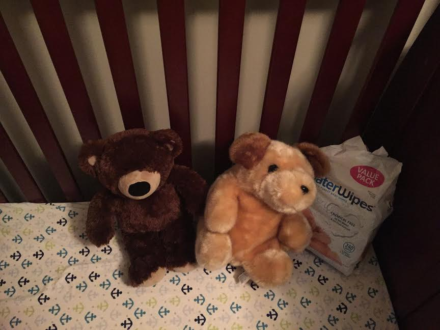 Crib with two teddy bears and WaterWipes