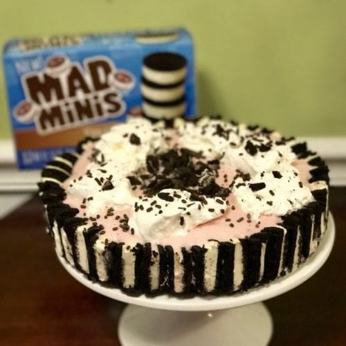 Follow this step-by-step recipe to make a delicious ice cream cake made with Mad Minis ice cream cookie sandwiches.